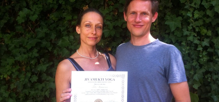 800 hours certified Jivamukti Yoga Teacher :)